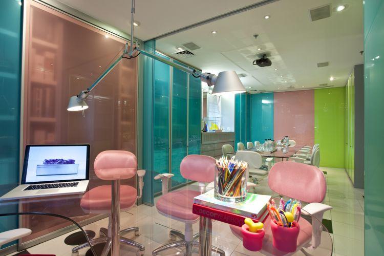 ideias-para-decorar-o-escritorio-de-vidro-4